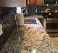 Alaskan-White-Granite-with-Metallic-Grey-Tiles-2